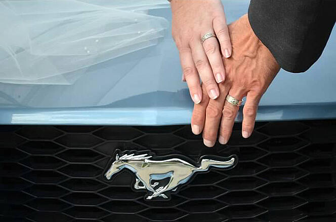 01-mustang-themed-wedding