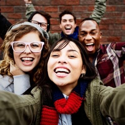 ¿Cómo pueden las tiendas captar la atención de los Millennials?